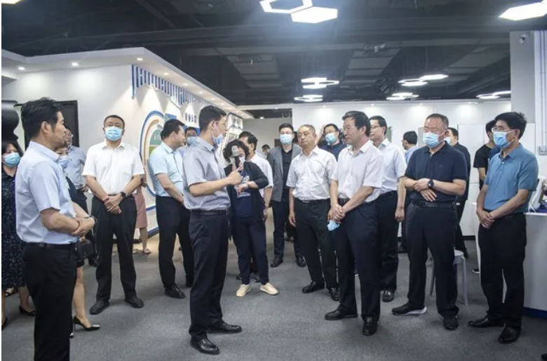 临汾市党政代表团一行莅临知象光电考察交流